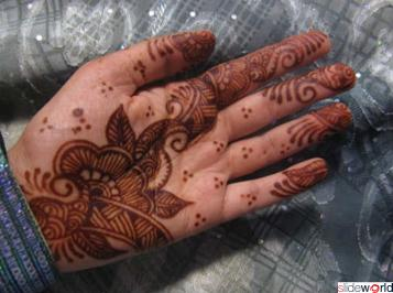 Glamorous Mehndi_on girls